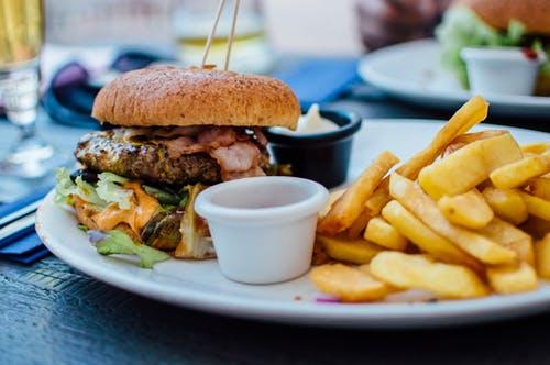 암호화폐, 5년 뒤엔 가장 대중적 점심 식사 결제 수단 – IMF 설문조사