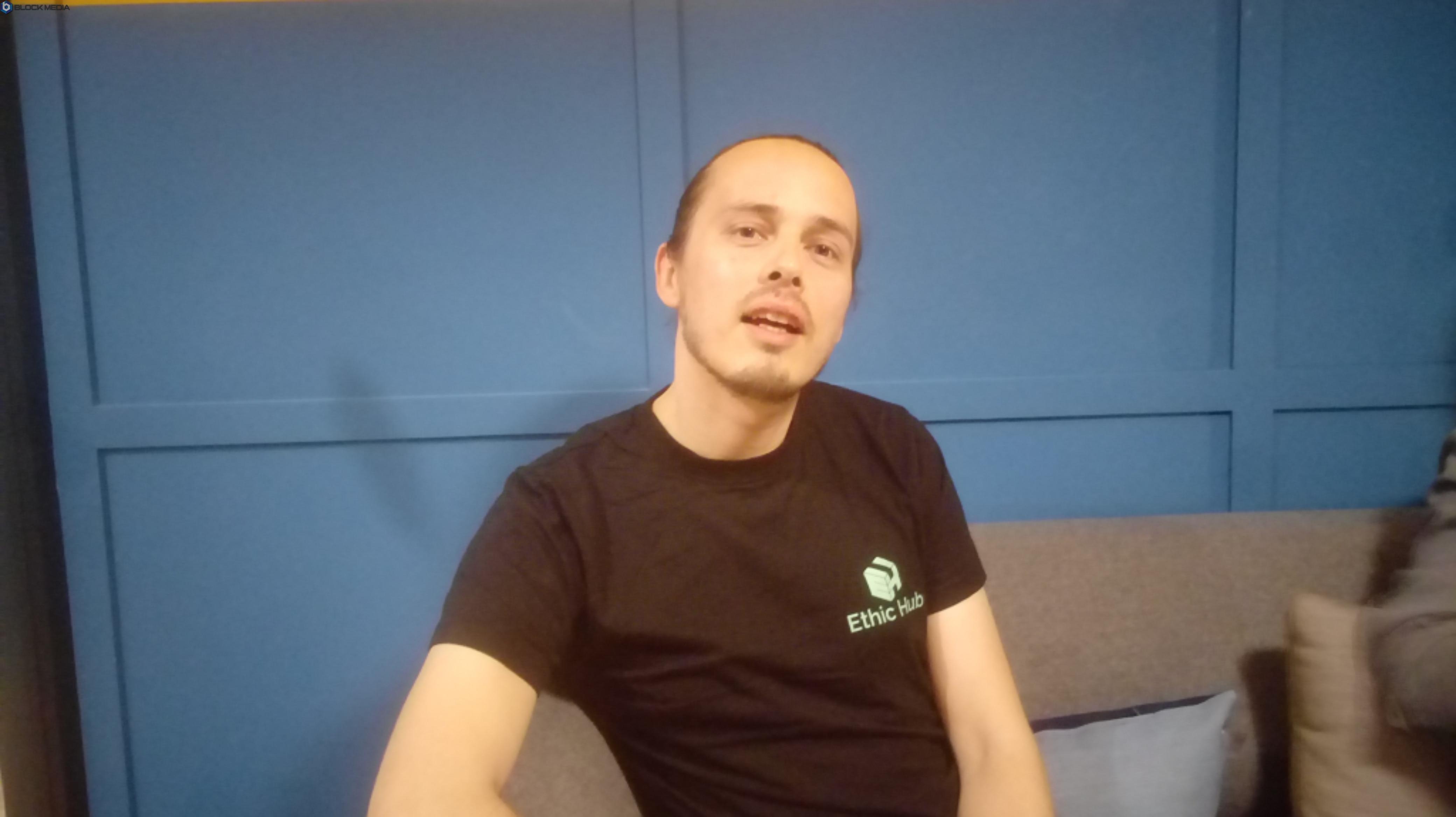 ▲에씩허브(EthicHub) CEO인 사렛이 블록미디어와 인터뷰를 진행하고 있다.