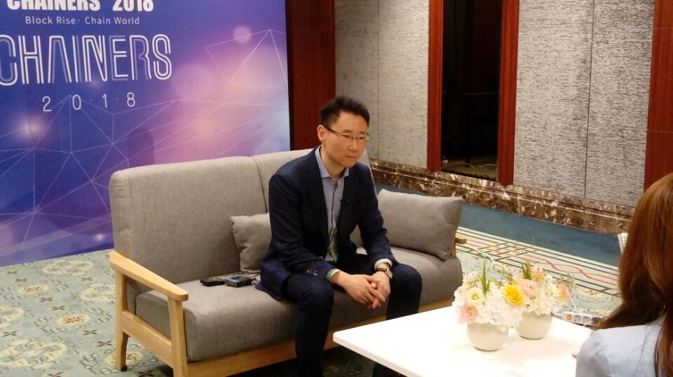 ▲블록미디어가 온톨로지의 리준 CEO와 지난 2일 체인너스 2018 컨퍼런스 현장에서 인터뷰를 진행했다.